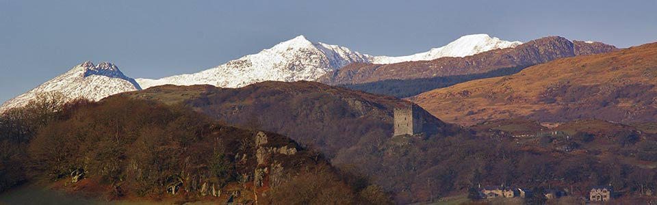 dolwyddelan castle and snowdon in winter